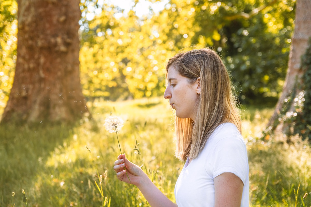 PR Photography Mindfulness - Young woman blowing dandelion